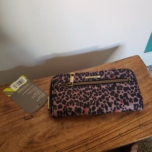 BNWT Travelon Wallet